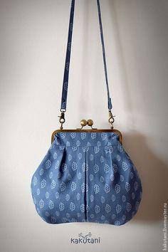 Сумка с фермуаром синяя