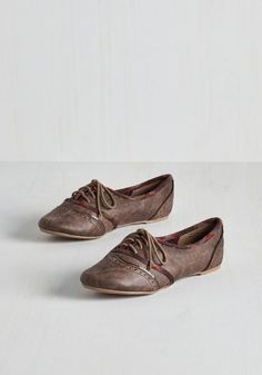 Like Two Peas in the Quad Flat. What a lovely couple the two of you make, strutting through campus - we mean you and this mocha brown pair of flats, of course! #grey #modcloth