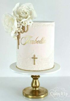 Plan a memorable christening party with these unique Baptism Party Ideas. Get fun ideas for baptism cakes and desserts, decorations, favors, and more. Christening Cake Girls, Baby Girl Baptism, Baptism Party, Girl Baptism Cakes, Baptism Ideas, Simple Baptism Cake, First Communion Cakes, Première Communion, Comunion Cakes