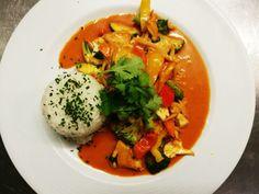 Café-Restaurant Hermann Ellmau   Wir freuen uns auf Sie! Cafe Restaurant, Wilder Kaiser, Thai Red Curry, Ethnic Recipes, Food, Thai Dishes, Warm Kitchen, Food Menu, Easy Meals