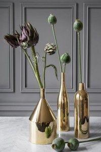 Evdeki güçlü bitkilerin en güzel sergileme yolu; altın vazolar.