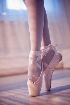 ballet, dance, and ballerina image Dance Photos, Dance Pictures, Balerina, Pointe Shoes, Toe Shoes Ballet, Ballerina Shoes, Ballet Feet, Ballerina Dancing, Ballet Photography