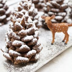 A fun, easy, no-bake, edible pinecone craft for kids to make. But they'd look pretty sweet at a winter-theme party or wedding too!