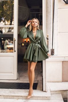 Satin Dresses, Elegant Dresses, Pretty Dresses, Beautiful Dresses, Silk Dress, Satin Short Dress, Dressy Outfits, Mode Outfits, Stylish Outfits
