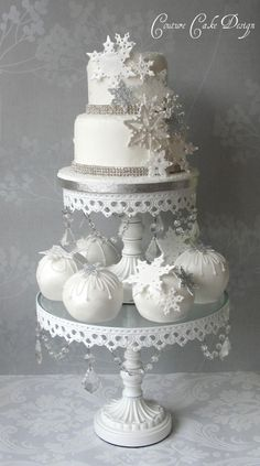 2 Tier Snowflake Cascade with matching Sphere Cakes. 2 Tier Snowflake Cascade with matching Sphere Cakes. Christmas Themed Cake, Christmas Wedding Cakes, Christmas Desserts, Amazing Wedding Cakes, Amazing Cakes, Winter Torte, Winter Cakes, Snowflake Cake, Snowflakes