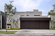 Fachada : Casas modernas de MARIANGEL COGHLAN