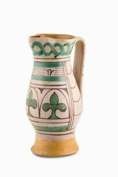 Boccale. Faenza, bottega del XIV secolo.  Maiolica, altezza cm 24,3 | Cambi, Asta 256/2016, lotto 16