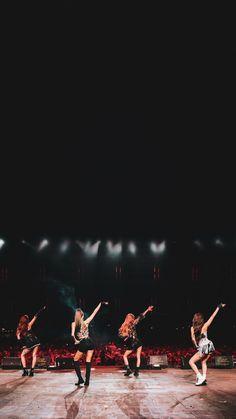 190418 COACHELLA D2 🌵 (LA TIME) #BLACKPINK 🖤💗 Desktop Wallpaper Simple, Lisa Blackpink Wallpaper, Trendy Wallpaper, Black Desktop, Black Wallpaper, Blackpink Jisoo, Coachella, Yg Entertainment, Blackpink Wallpapers