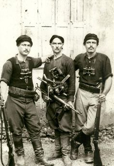 Greek partisans who fought German invaders during the battle of Crete (May I visited a N.Greek village memorial for all the boys and men 11 years and older shot by the Germans in WWII for sabotage activities. Greeks were great fighters. Greek History, World History, Old Pictures, Old Photos, Battle Of Crete, Sun Tzu, Military History, World War Two, Dieselpunk