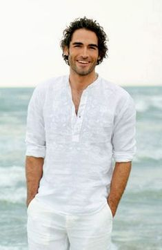 Party outfit men graduation ideas - The Effective Pictures We Offer You About Beach Outfit indonesia A quality picture can tell you many things. You can find White Outfit For Men, White Outfits, Summer Outfits, Work Outfits, Beach Wedding Attire, Beach Attire, Beach Wedding Men, Mode Masculine, Men Casual