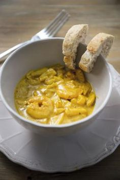 Scampi's met appeltjes in currysaus | Spar Scampi Curry, Superfood, I Want Food, Good Food, Yummy Food, Good Healthy Recipes, Tasty Dishes, Fish Recipes, Food Inspiration