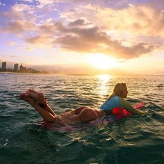 How can you not fall in love with a sunrise surf. #cravings Ke mana jewelry: www.kemanajewelry.com