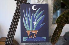La rentrée c'est passée à toute vitesse mais nous vous présentons enfin la merveilleuse carte de @fulix ! Son illustration pleine de malice nous donne du baume au coeur en cette période où l'on sent déjà les jours se raccourcir. Allez venez (re)découvrir l'artiste du mois sur notre site ! (lien dans la bio)  #print #card #postcards #illustration #MomongaMoment #cat #night #artiste #sendlove