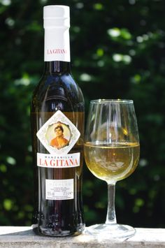 La Gitana Manzanilla NV, Sanlucar de Barrameda, DO Manzanilla-Jerez Spain 15% 37.5cl  £5.99    A Classic entry level Manzanilla. This is very pale bone-dry Sherry with a soft, nutty, yeasty aroma. The palate is lemony-fresh with a moreish salty-sour, nutty twist on the finish. Delicious. Palomino Fino.    http://stickywines.co.uk
