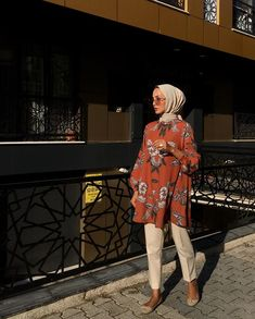 Hijab Styles 352899320804430295 - Source by Typicalgirlie Casual Hijab Outfit, Hijab Chic, Hijab Wear, Modern Hijab Fashion, Muslim Fashion, Muslim Girls, Muslim Women, Pregnancy Outfits, Fashion Clothes