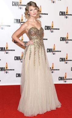 November 2009 Taylor swift reem acra gown at CMA awards