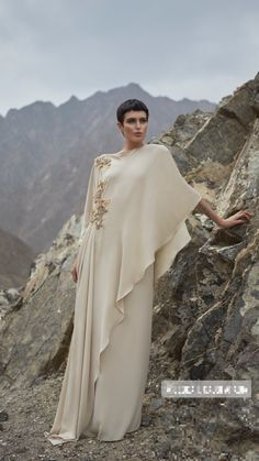 Abaya Style 559220478727606267 - Lebas majlesi Source by Abaya Fashion, Muslim Fashion, Modest Fashion, Fashion Dresses, Mode Abaya, Mode Hijab, Abaya Style, Caftan Dress, Hijab Dress