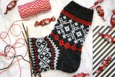 Diy Crochet And Knitting, Knitting Socks, Knit Socks, Mitten Gloves, Mittens, Christmas Stockings, Christmas Sweaters, Lots Of Socks, Holidays And Events