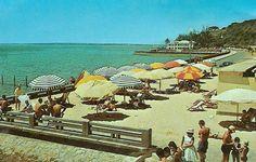 PRAIA DA POLANA EM LOURENÇO MARQUES, ANOS 1960   THE DELAGOA BAY ... Maputo, Africa Travel, The Good Old Days, Old Pictures, Colonial, Portugal, Dolores Park, Country, Places