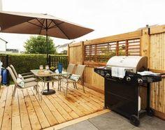 Uniquement ravissant ! La MISSION. Défaire le patio existant, faire une terrasse avec style, en deux palier, intimité, pratique, sécuritaire pour la piscine. Brisson, Facade, Outdoor Decor, Home Decor, Style, Courtyards, Pool Spa, Patio Ideas, Landscape Fabric