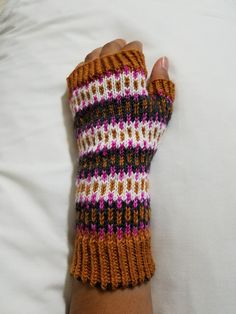Ravelry: Ruthynoemy's Zippertooth mitts
