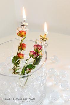 【FEJ/CAハーバリウムコース作品 ~ルミエール~】・・・ キャンドルハーバリウムをレッスンします。 キャンドル瓶の扱い方、注意事項などをし っかり学んで安全で楽しいハーバリウム作りを目指しましょう。(コースで使用するのは2本のキャンドルです。画像の外側にあるクリスタルボールとガラス花器はつきません) ブライダルのディスプレイにもお勧めです。