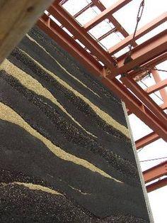 「美孔庵 床の間 ~版築壁~」      三畳台目 「夜霧 ~静~」・・・厚さ50ミリ、W1500×H2430   八畳間 「夜明け ~動~」・・・厚さ50ミリ、W2950×H2430      ~三畳台目 床の間版築壁 「夜霧 ~静~」~            静けさが伝わるだろうか・・・              ~八畳間 床の間版築壁 「夜明け ~動~」~       何かが出てきそうな・・・そんな躍動感を出したかった。。。       50ミリは本当に薄い。。。           八畳間は打ち直した壁。。。  色んな事を考慮し、土、層の厚みなど改良を加えた。    いろいろあったこの版築壁・・・  出来るだけの事はやり、魂を注ぎ込んだ。。。   あとは、今後の経過を見守る。。。        どうか、...