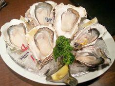 2013/07/15 左から・・・ 愛南岩牡蠣(愛媛県) 五島列島岩牡蠣(長崎県) 厚岸(北海道)@Oyster Bar ジャックポット (下北沢) http://tabelog.com/tokyo/A1318/A131802/13007060/