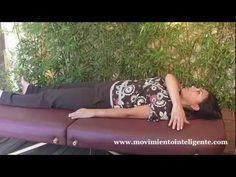 Cómo eliminar dolores en el cuello y los hombros - Feldenkrais con Lea Kaufman - YouTube