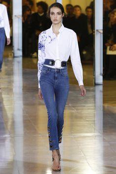 Anthony Vaccarello Spring 2016 Ready-to-Wear Fashion Show - Look Camille Hurel Paris Fashion Week, Fashion Week 2016, Denim Fashion, High Fashion, Fashion Show, Uk Fashion, Womens Fashion Casual Summer, Spring Summer Fashion, Spring 2016