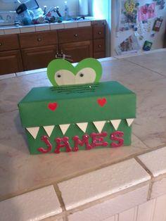 Once Upon a Crafty Mom: Crocodile Valentine's Day Box Unique Valentine Box Ideas, Valentines Card Holder, Valentine Boxes For School, Valentine Crafts For Kids, Valentines For Boys, Diy Valentine's Box, Dinosaur Valentines, Valentine's Day Diy, Creations