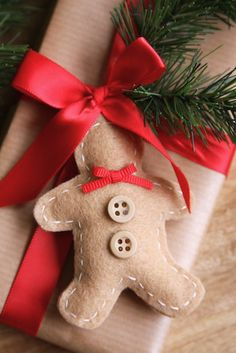 Shopgirl: FELT GINGERBREAD MAN ORNAMENTS & GIFT TAGS