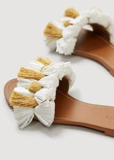 Discover the latest trends in Mango fashion, footwear and accessories. Shop the best outfits for this season at our online store. Shoes Flats Sandals, Flat Sandals, Gladiator Sandals, Leather Sandals, Boho Shoes, Fashionable Snow Boots, Macrame Design, Crochet Shoes, Macrame Patterns