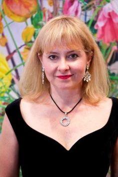 Mezzo Soprano Sally Anne Russell
