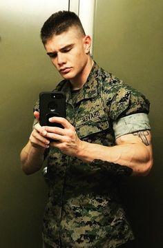 Uniform In Car : Archives Hot Army Men, Sexy Military Men, Anime Military, Stylish Men, Men Casual, New Luxury Cars, Hot Cops, Hunks Men, Hard Men