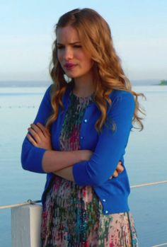 Emma wore a J.Crew Jackie Cadigan on Royal Pains. Shop it: http://www.pradux.com/jcrew-jackie-cardigan-30262?q=s14