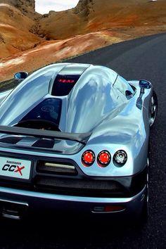 Photo impressionnante de la Koenigsegg CCXR ! Un véhicule puissant et sublime et un paysage qui l'est tout autant ! #luxe #voiture #car