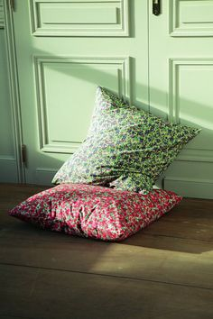 Imprimé nostalgique pour ces taies d'oreiller pur coton de 63 x 63 cm. 9,90 €. A associer avec la housse de couette assortie et le drap-housse. Flori. 3 Suisses.