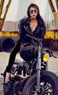 Harley Davidson News – Harley Davidson Bike Pics Motorbike Girl, Motorcycle Outfit, Motorcycle Girls, Lady Biker, Biker Girl, Chicks On Bikes, Mopar Girl, Hot Bikes, Biker Chick