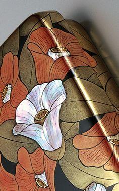 the detail of Maki-e lacquer box by Living National Treasure of Japan, MUROSE Kazumi 室瀬和美 Japanese Colors, Japanese Fabric, Chinese Culture, Japanese Culture, Japanese Geisha, National Treasure, Centaur, Japan Art, Box Art
