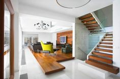 Perfekt Wohnzimmer Einrichten Beispiele Gelber Sessel Holz Akzente