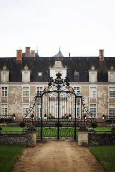 The Syllabus For Class. French Chateau, Elegant Homes, My Dream Home, Dream Homes, Curb Appeal, Countryside, Beautiful Homes, Home And Garden, Landscape