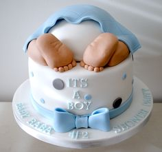 It's A Boy Shower Cake is designed with the cute baby foot. It looks like a baby is sleeping on the cake. This is a delicious and nutritious boy shower cake. Torta Baby Shower, Idee Baby Shower, Fiesta Baby Shower, Baby Shower Cakes For Boys, Baby Shower Parties, Baby Boy Shower, Shower Party, Food For Baby Shower, Baby Party