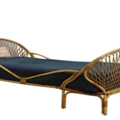 Single double beds Rattan bed Rattan bed Bedroom bed Day bed is made by hand from rattan. Outdoor Chairs, Outdoor Furniture, Outdoor Decor, Double Beds, Bedroom Bed, Daybed, Sun Lounger, Ava, Home Decor