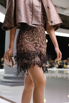 Entering a whole new chapter, the Ralph and Russo Spring 2018 ready-to-wear debuted at London Fashion Week as their first foray into pret-a-porter! Vogue Fashion, Runway Fashion, High Fashion, Fashion Outfits, Womens Fashion, London Fashion, Fashion Poses, Fashion Hats, Fashion Editorials