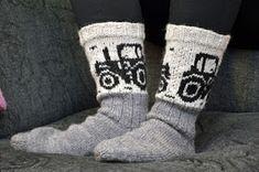 Miehille on minusta aivan tajuttoman vähän erilaisia sukkamalleja. Vain sellaisia ihan tavallisia, mutta jotain kivaakin niissä saisi minu...