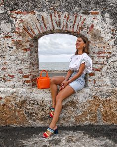 A Guide to Cartagena Photography Poses Women, Portrait Photography, Vacation Outfits, Summer Outfits, Foto Casual, Instagram Pose, Insta Photo Ideas, Poses For Photos, Foto Pose