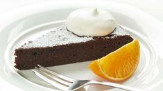 Nejlepší věci jsou ty, které jsou jednoduché a čokoládové! Možná máte zrovna chuť na nějaký ten dortík, který by se hodil ke kávičce, ale nechce se vám nic složitě péct. Právě pro tento případ je