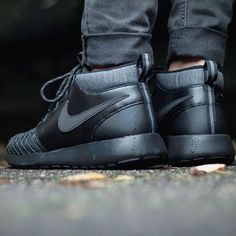 "Nike Roshe One Mid Winter GS ""All Black"""