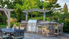 built in grill- bar- patio Small Outdoor Kitchens, Outdoor Kitchen Grill, Outdoor Kitchen Design, Outdoor Rooms, Outdoor Dining, Outdoor Decor, Patio Design, Dining Area, Patio Kitchen